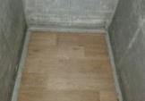 Полагодили підлогу у ліфті