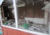 Демонтували розбитий кіоск, де жили безхатченки