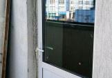 Заміна старих дверей на нові на Дніпровській Набережній, 26А