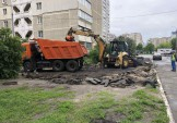 Триває заміна асфальтного покриття у районі.